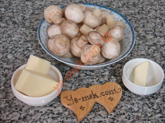 Fırında Mantar Graten İçin Gerekli Malzemeler :  <ul> <li>Yarım paket fındık mantar</li> <li>1/2 yemek kaşığı tereyağı</li> <li>Tuz</li> <li><strong>Üzeri için:</strong></li> <li>Kaşar Peynir</li>  </ul>
