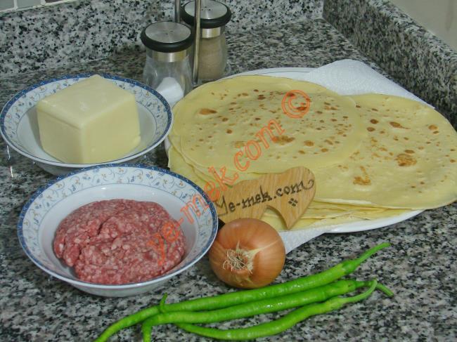 Kıymalı Krep Böreği Malzemeleri