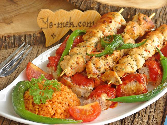Enfes Sosu, Lokum Gibi Etleri ve Leziz Pidesi İle Muhteşem Bir Kebap : Pideli Tavuk Kebabı