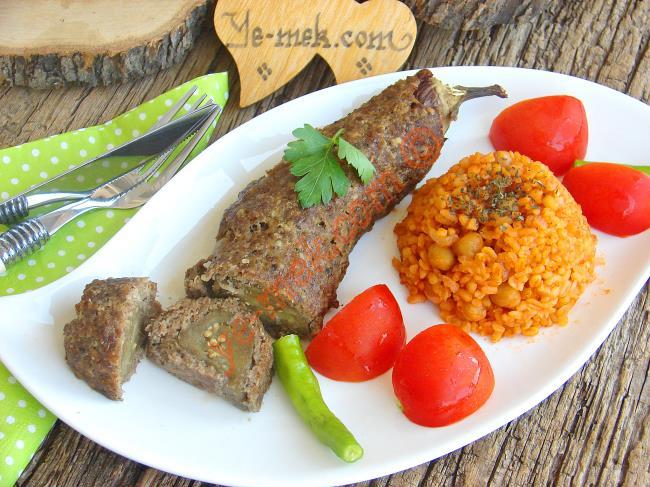 Şık Sunumuyla Sofranızı Süsleyecek : Köfte Mantolu Patlıcan