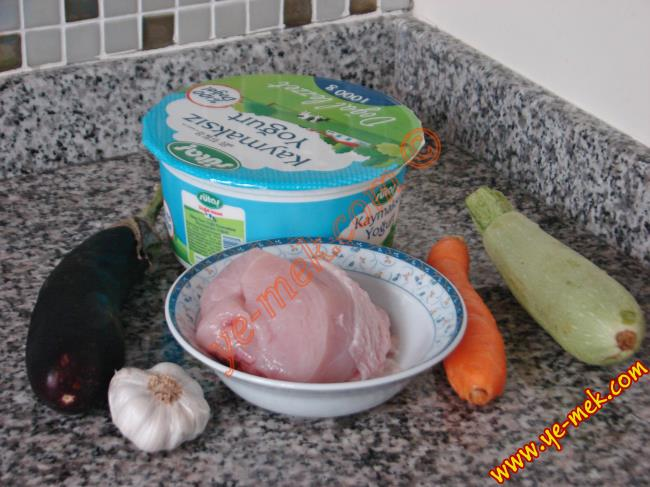 Sebzeli Yoğurtlu Tavuk Salatası - Yapılışı (1/16)