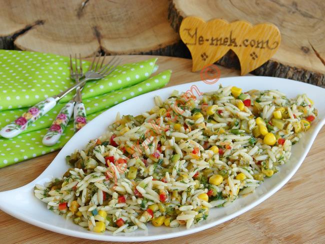 Yedikçe Yedirten, Şık Sunumlu, Leziz Bir Salata : Renkli Şehriye Salatası
