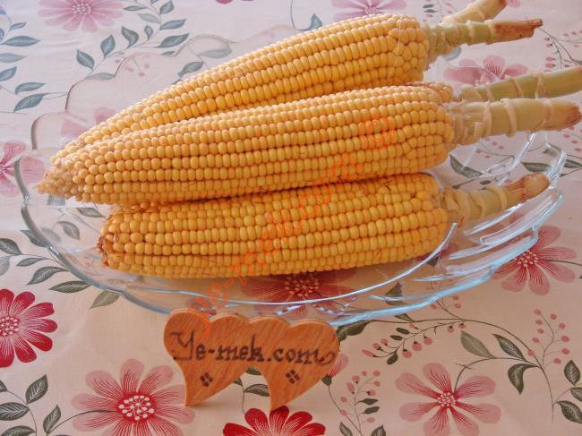 Fırında Közlenmiş Mısır İçin Gerekli Malzemeler :  <ul> <li>Süt mısırı</li> </ul>