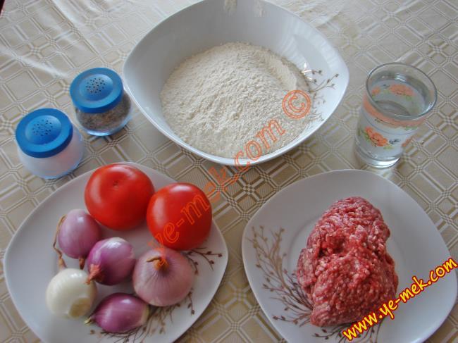 Kıymalı Çiğ Börek Malzemeleri