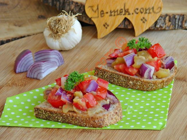 Köz Patlıcanlı Ekmek Dilimleri (Bruschetta)