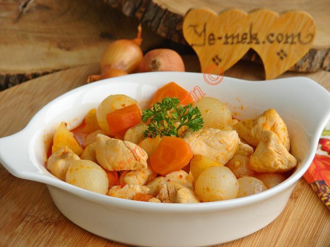 Tadı Damağınzıda Kalacak Nefis Bir Ana Yemek : Soğanlı Tavuk Yahnisi