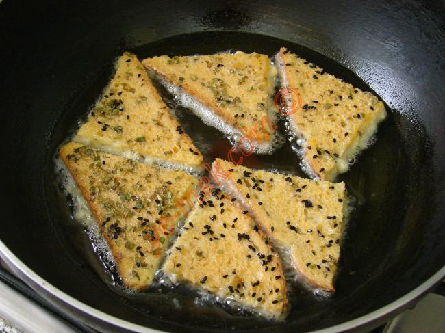 Baharatlı Çörek Otlu Yumurtalı Ekmek
