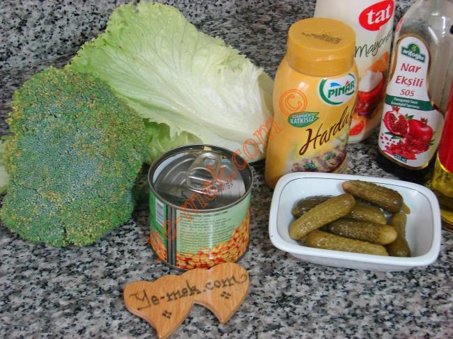 Hardal Soslu Brokoli Salatası - Yapılışı (1/12)