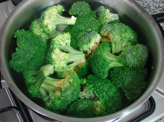 Hardal Soslu Brokoli Salatası - Yapılışı (2/12)