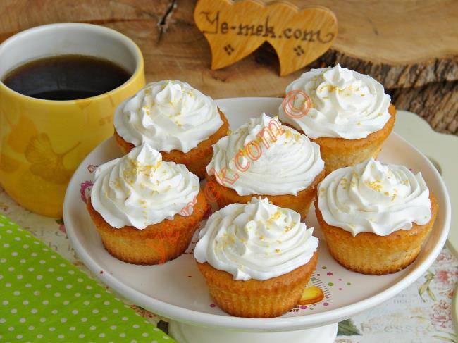Yumuşacık Yoğurtlu Kek Nasıl Yapılır