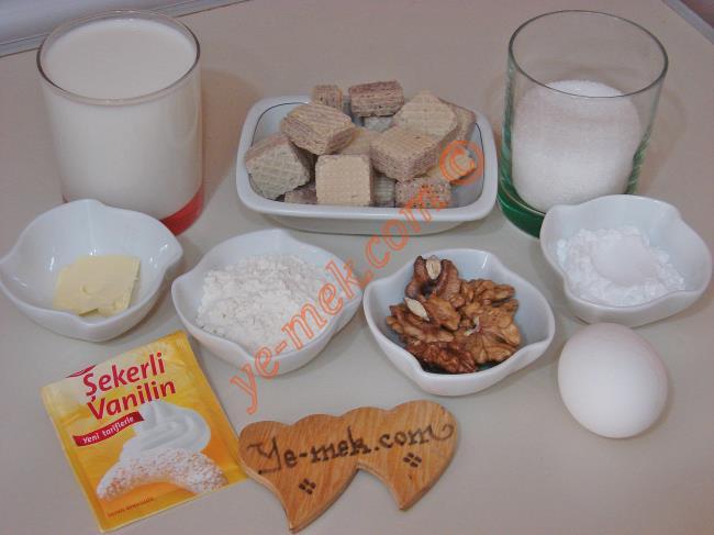 Gofretli Muhallebi Tatlısı İçin Gerekli Malzemeler :  <ul> <li>2,5 su bardağı süt (200 ml)</li> <li>1 yemek kaşığı dolusu nişasta</li> <li>1,5 yemek kaşığı dolusu un</li>         <li>1 yumurta sarısı</li>         <li>1/2 su bardağı toz şeker</li> <li>1/2 paket vanilya</li>         <li>1/2 yemek kaşığı tereyağı</li>         <li>125 gr gofret</li>          <li>Küçük bir kase ceviz</li>  </ul>