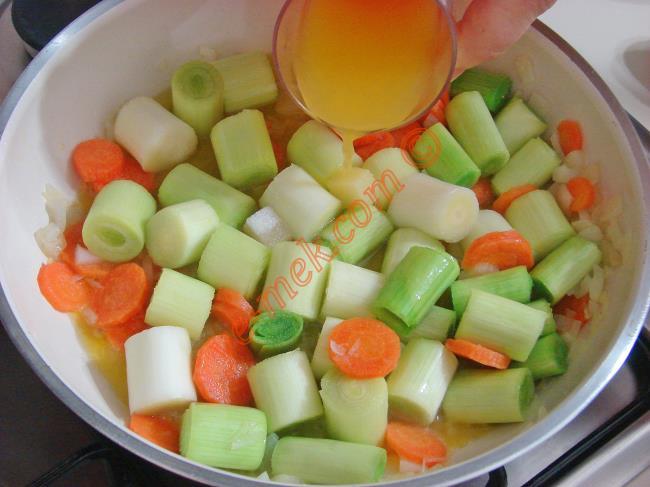 Portakal Suyu İle Pırasanın Muhteşem Uyumu : Portakallı Pırasa Yemeği