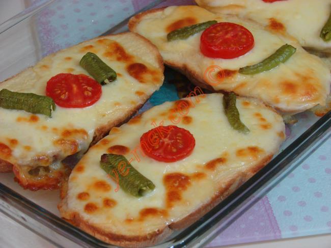 Üzeri Nar Gibi Kızarmış, İçi İse Yumuşak mı Yumuşak : Yoğurtlu Ekmek Dilimleri