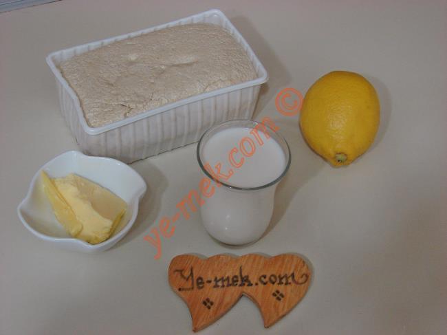 Fırında Sıcak Helva İçin Gerekli Malzemeler :  <ul> <li>500 gr tahin helvası</li> <li>2 çay bardağı süt</li>         <li>1 yemek kaşığı tereyağı</li>         <li>2 yemek kaşığı limon suyu</li>         <li>1 çay kaşığı limon kabuğu rendesi</li> </ul>