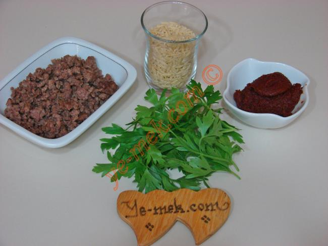 Kıymalı Arpa Şehriye Çorbası Malzemeleri