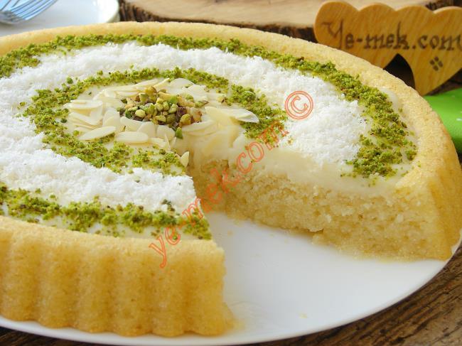Pasta Görünümlü, Hafif ve Lezzetli Bir Tatlı : Kremalı Revani