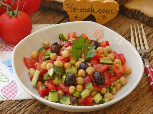 Nohutlu Çoban Salatası