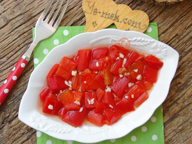 Sirkeli Közlenmiş Kırmızı Biber Salatası