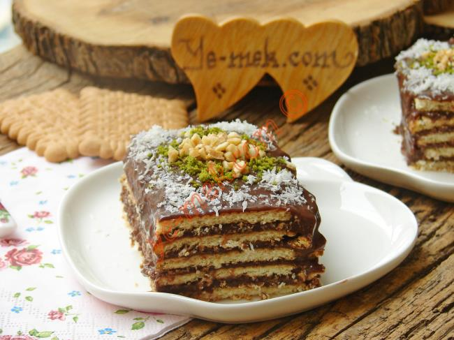 En Kolay Yaş Pasta Tarifi (Üstelik Lezzet Garantili) : Bisküvili Yaş Pasta