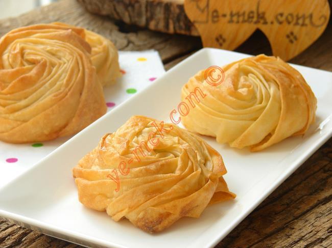 Kıymalı Patatesli Gül Böreği Nasıl Yapılır