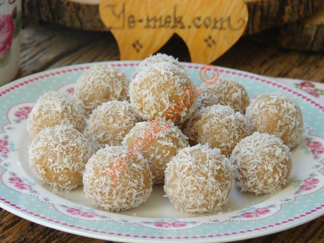 Çikolatalı Meyveli Tatlı Bisküvi Topları