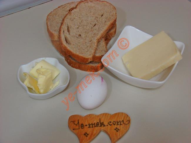 Kahvaltılık Yumurtalı Peynirli Ekmek Dilimleri Malzemeleri