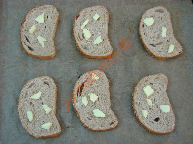 Kahvaltılık Yumurtalı Peynirli Ekmek Dilimleri