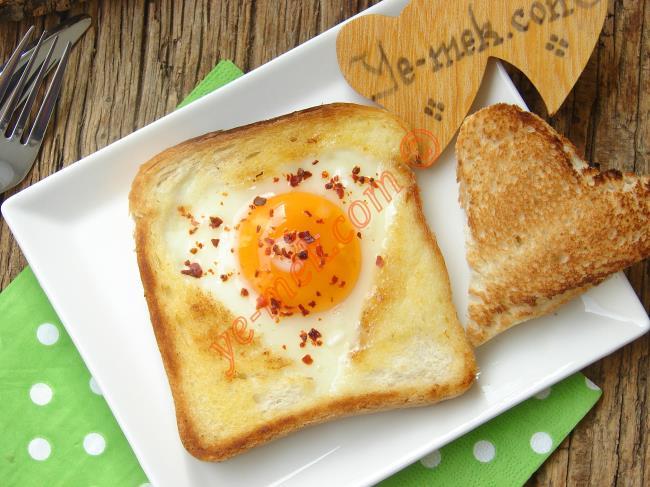 Ekmek İçinde Yumurta