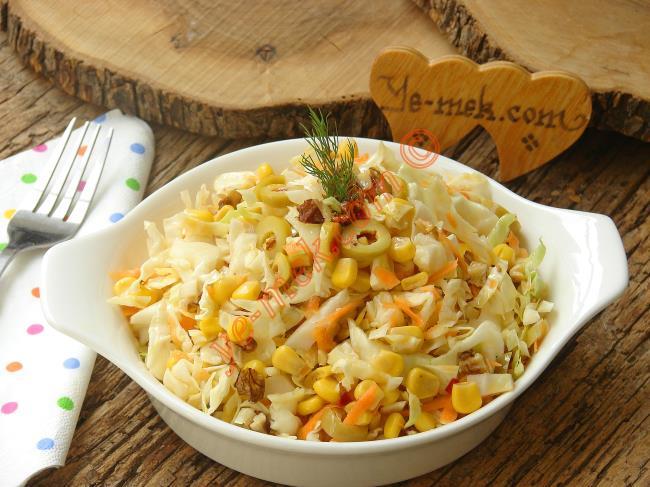 Cevizli Beyaz Lahana Salatası