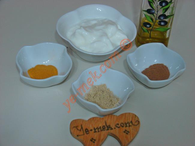 Zayıflatan Yoğurt Zencefil Zerdeçal Kürü İçin Gerekli Malzemeler :  <ul>         <li>3 yemek kaşığı yağzsız yoğurt</li> <li>1 çay kaşığı zeytinyağı </li> <li>1 çay kaşığı toz zencefil</li>         <li>1 çay kaşığı toz zerdeçal</li>         <li>1 çay kaşığı toz tarçın</li> </ul>