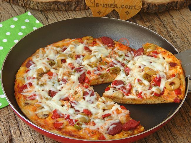Hamur Açma ve Mayalama Derdi Yok : Tavada Pizza