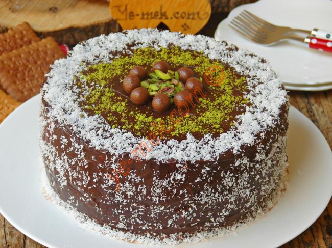 Kahveli Kremalı Çikolatalı Pasta
