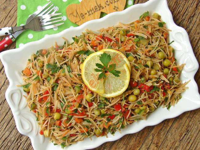 Yedikçe Yedirten Salatalardan : Kavrulmuş Tel Şehriye Salatası