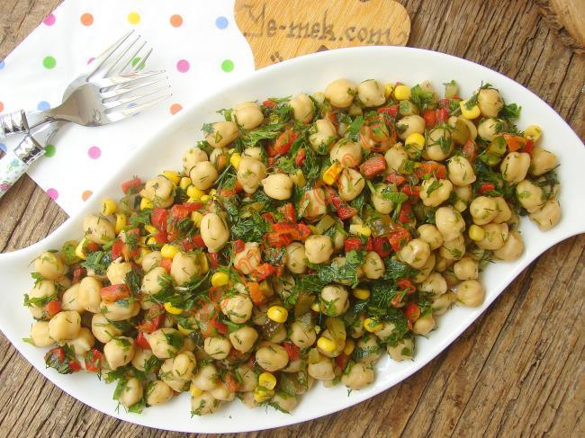 Hep Aynı Salataları Yapmaktan Sıkılanlara, Değişik ve Özel Bir Tarif : Nohut Salatası