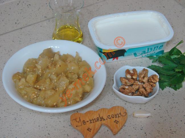 Labne Peynirli Köz Patlıcan Salatası Malzemeleri