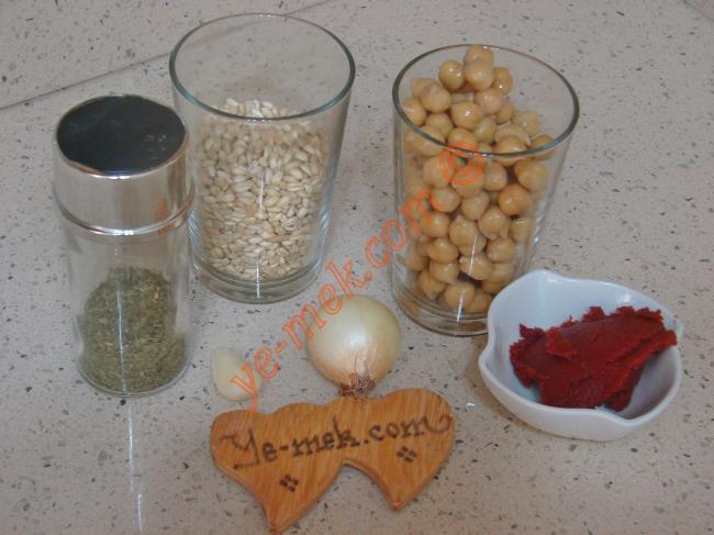 Salçalı Buğday Çorbası Malzemeleri