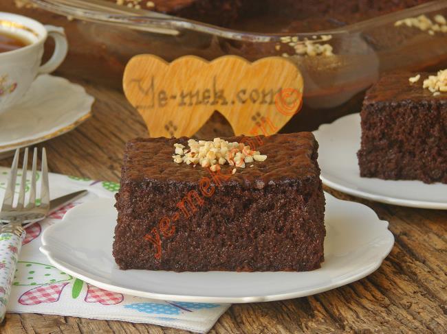 Çikolata Soslu Islak Tart Kek Tarifi
