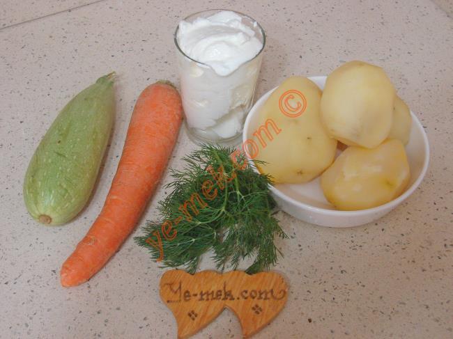 Yoğurtlu Sebze Salatası Malzemeleri