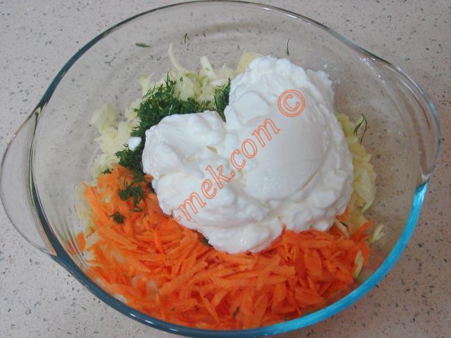 Yoğurtlu Sebze Salatası