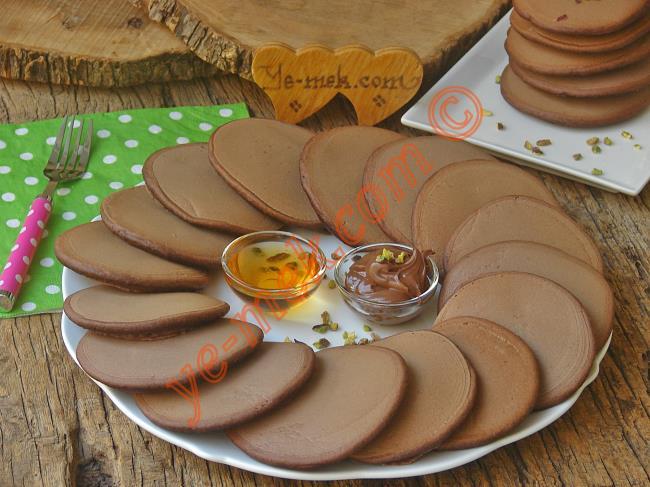 Kahvaltılarınızın Favorisi Olabilecek Bir Lezzet : Kakaolu Pankek