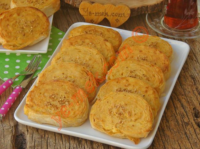 Buzlukta Saklanan ve Tam Bir Kurtarıcı Olan, Enfes Bir Börek : Patatesli Rulo Börek