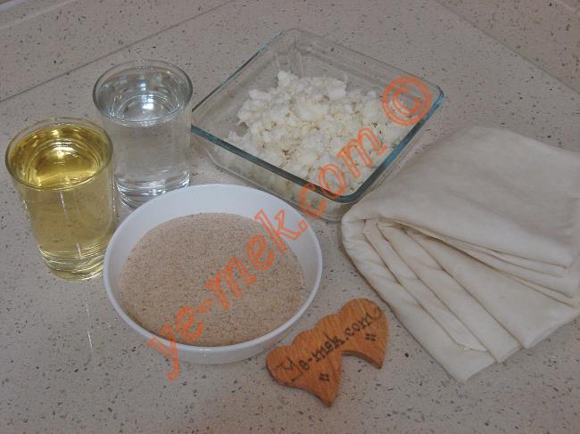 Hazır Yufkadan Peynirli Kruvasan Börek Malzemeleri