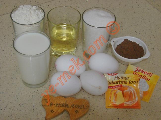 Kek Kalıbında Islak Kek Malzemeleri