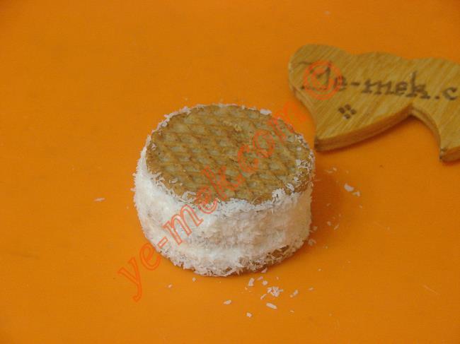 Yulaflı Bisküvili Pasta