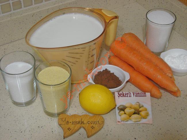 Üç Renkli İrmik Tatlısı İçin Gerekli Malzemeler :  <ul>       <li>1 litre süt</li>       <li>12 yemek kaşığı irmik</li>       <li>10 yemek kaşığı toz şeker</li>       <li>1 paket vanilya</li>       <li>1 adet limon kabuğu rendesi</li>       <li>2 yemek kaşığı kakao</li>       <li><strong>Havuçlu Muhallebi İçin:</strong></li>       <li>5 adet orta boy havuç (Yarım kilo)</li>       <li>1 su bardağı toz şeker</li>       <li>1/2 çay bardağı su</li>       <li>3 yemek kaşığı mısır nişastası</li>        </ul>