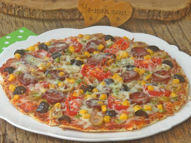 Bazlamadan Kolay Pizza Nasıl Yapılır