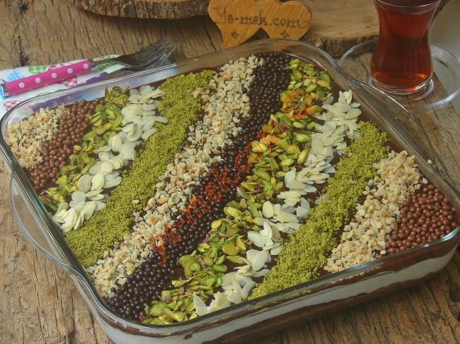 Pasta Hazır Çikolata Sosundan Mozaik Pasta