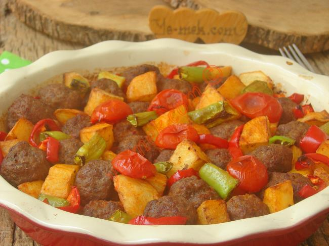 Sofraların Kurtarıcısı : Fırında Köfteli Patates Yemeği