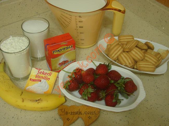 Magnolia İçin Gerekli Malzemeler :  <ul> <li>1,5 paket bebe bisküvisi</li>         <li>Muz, çilek</li>         <li><strong>Muhallebisi için:</strong></li>         <li>1 litre süt</li> <li>1 su bardağı un</li>         <li>1 su bardağı şeker</li>         <li>1 paket vanilya</li>  <li>1 kutu süt kreması (200 ml)</li>          </ul>
