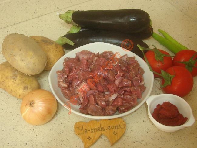 Parmak Kebabı İçin Gerekli Malzemeler :  <ul> <li>350 gr kuşbaşı et</li> <li>3 adet orta boy patates</li> <li>3 adet küçük boy patlıcan</li>         <li>2 adet yeşil biber</li>         <li>3 adet küçük boy domates</li> <li>1 adet soğan</li>         <li>1 yemek kaşığı domates salçası</li>         <li>1,5 su bardağı su</li>         <li>Tuz, karabiber</li> </ul>